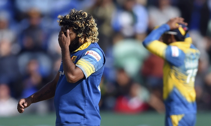 Lasith Malinga reacts as a catch is dropped.─AP