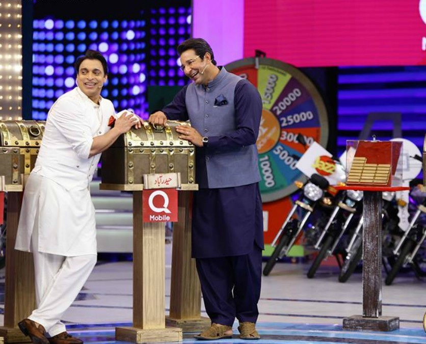 Wasim Akram and Shoaib Akhtar wearing basic kurtas with their pocket squares adding just the right bit of color