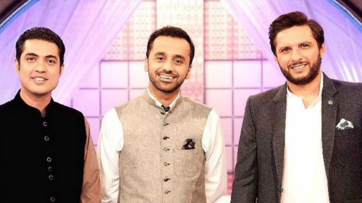 Shahid Afridi in a cotton kurta paired with a black jacket.