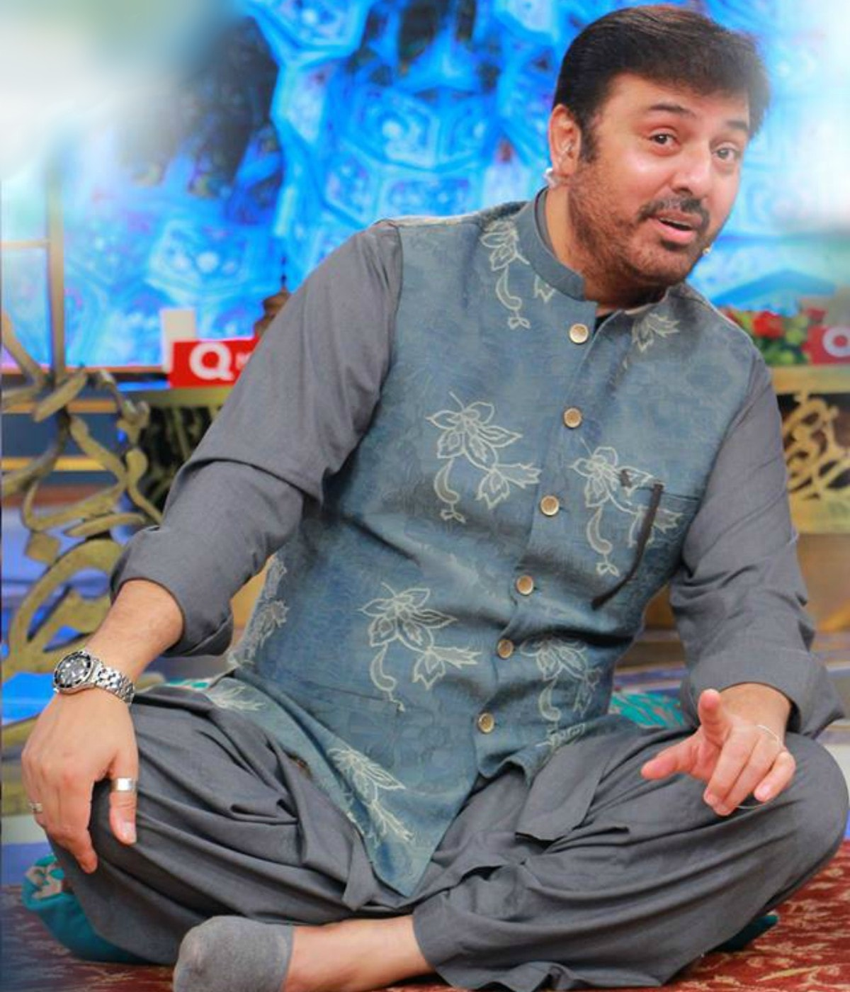 Nauman Ijaz in a tasteful line-up of crisp cotton kurta.