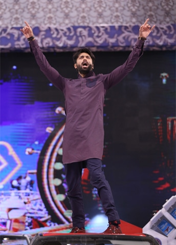 Fahad Mustafa awards a car and then puts it at risk of dents by climbing on to its roof