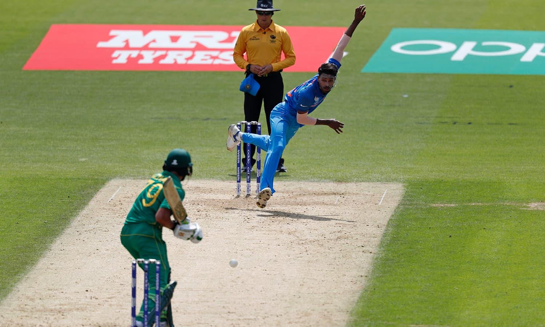 Hardik Pandya bowls to Azhar Ali.─AFP