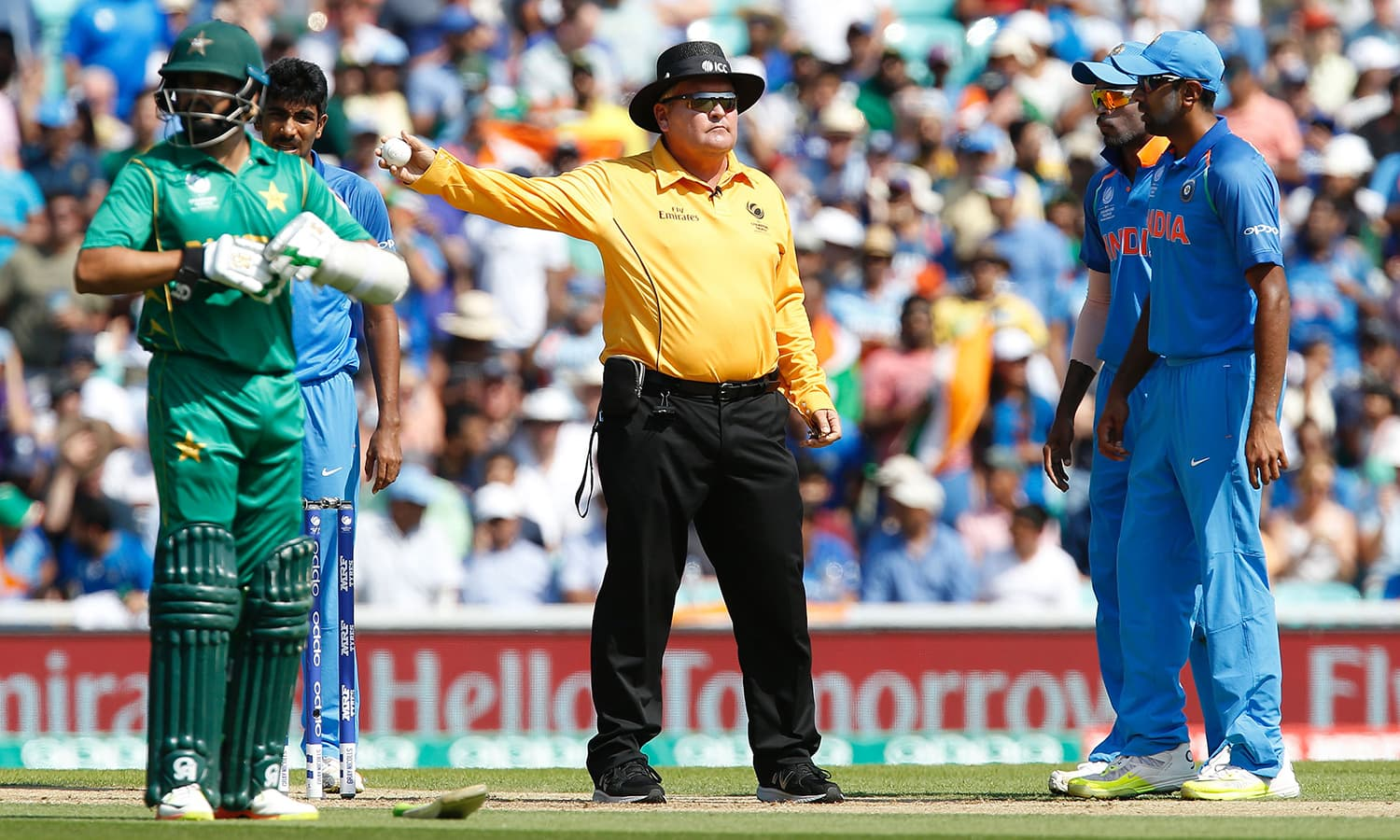 Umpire Marais Erasmus (C) signals a wide and overturns the decision for the wicket of Pakistan's Fakhar Zaman (not pictured).─AFP