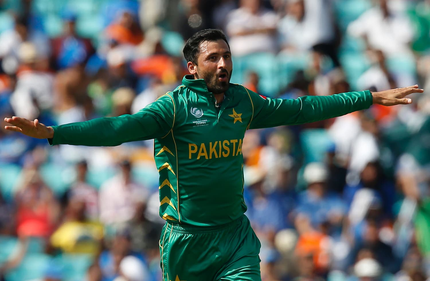 Junaid Khan celebrates after taking Ravindra Jadeja's wicket.