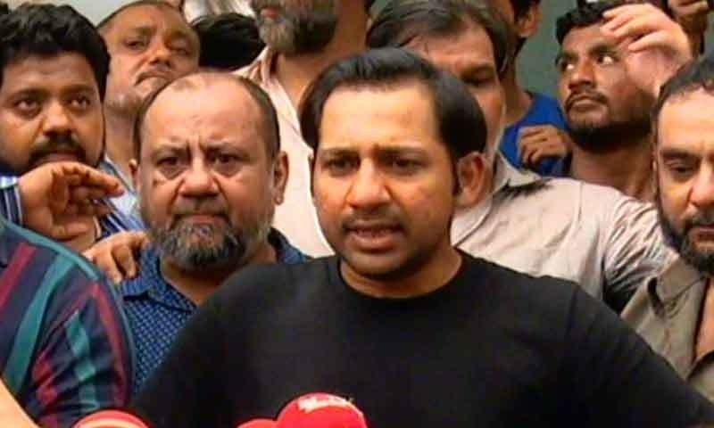 Winning captain Sarfaraz Ahmad speaks to media after returning home.─DawnNews