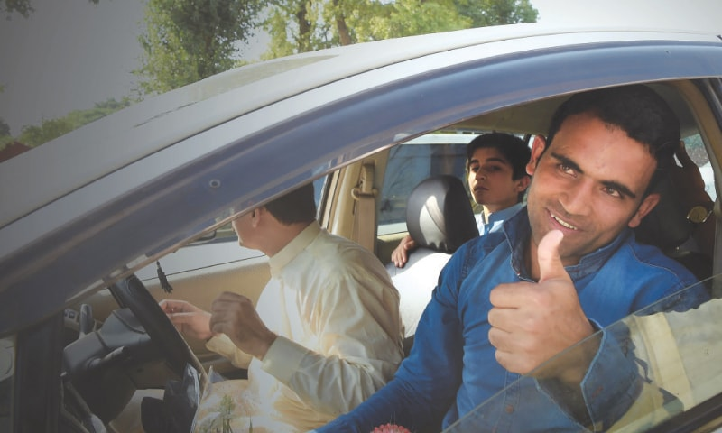 PESHAWAR: Champion opening batsman Fakhar Zaman gives a thumbs-up outside the Bacha Khan International Airport after he arrived here from London on Tuesday. —White Star/Abdul Majeed Goraya