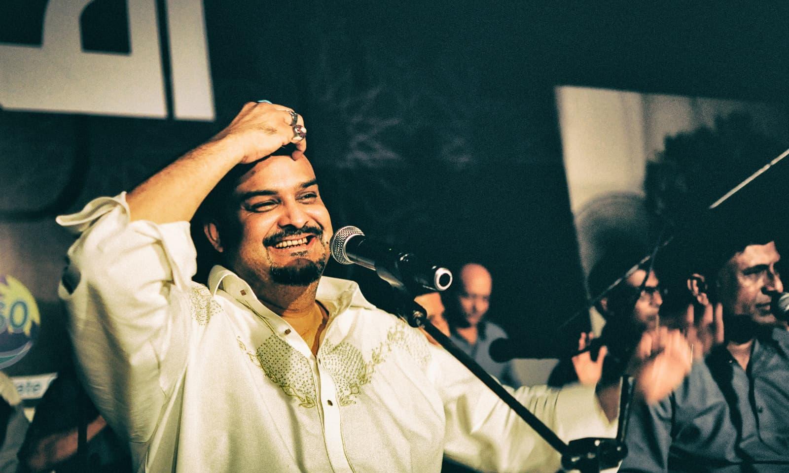 Amjad Sabri performs in Karachi.—Shahzaib Arif Shaikh