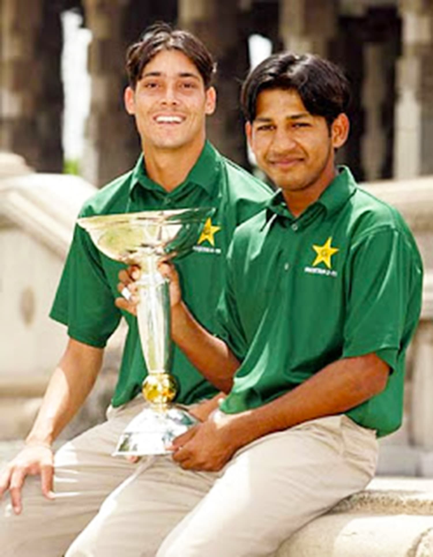 An 18-year- old Sarfraz with teammate Anwar Ali holding the 2006 U19 World Cup. — Photo: Cricket52.