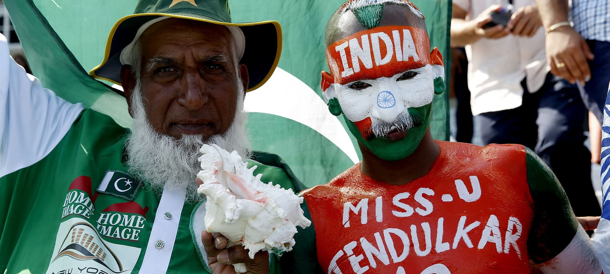 Britain Cricket - Pakistan v India - 2017 ICC Champions Trophy Final - The Oval - June 18, 2017 India and Pakistan fans before the match  Action Images via Reuters / Paul Childs Livepic EDITORIAL USE ONLY.