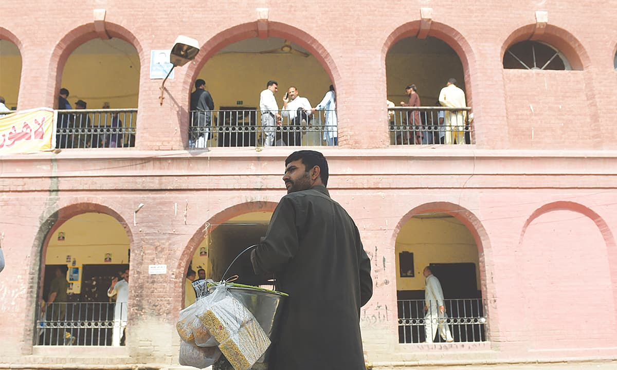 A hawker sells snacks at a city court in Lahore | M Arif, White Star