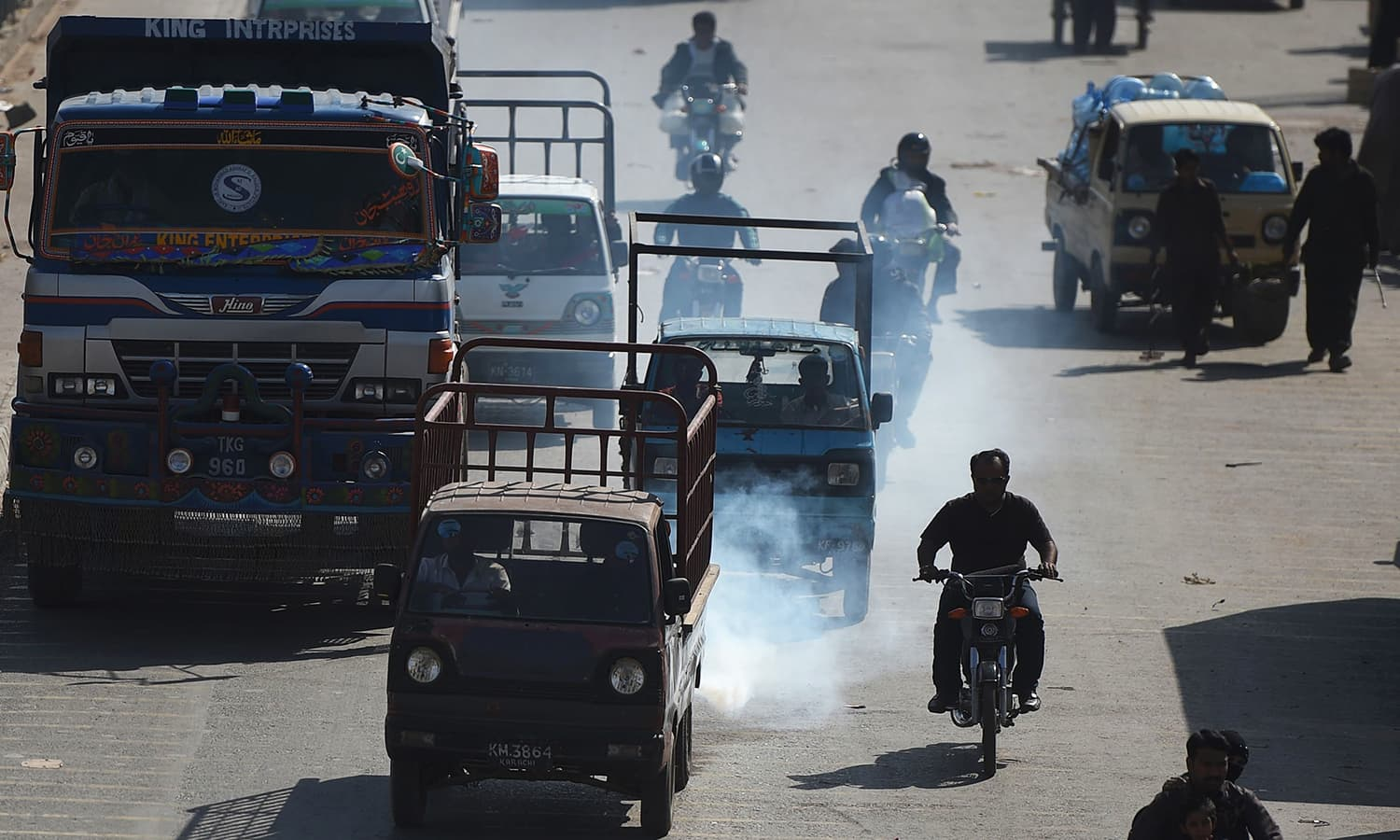 Pakistan's cities are gasping for clean air amid dire warnings from the World Bank, but officials say they are helpless to combat the looming calamity due to a lack of basic data. ─ AFP