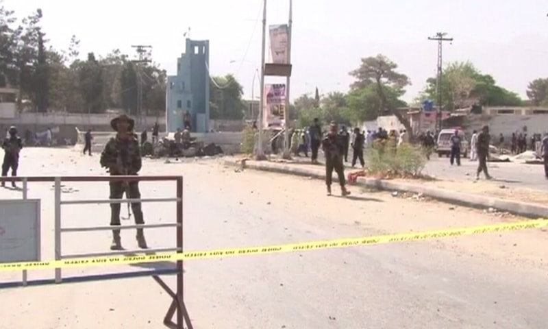 Security personnel stand-by at the site of the blast after it was cordoned off.─ Photo:DawnNews.