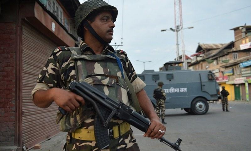کشمیر میں مشتعل ہجوم کے تشدد سے پولیس افسر ہلاک
