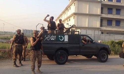 پشاور: پولیس آپریشن میں کمانڈر سمیت 2 'دہشت گرد' ہلاک