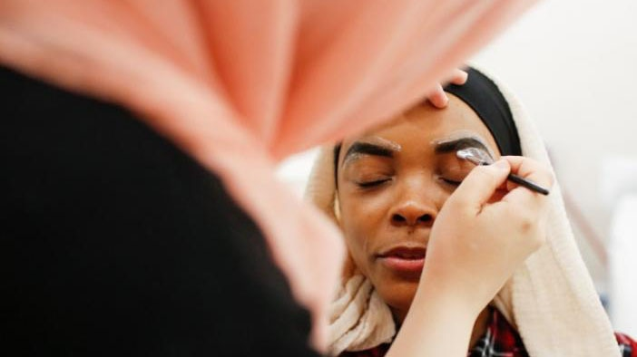 Muslim woman Khoda Kheir, 30, receives a Halal eyebrow treatment at the Le'Jemalik Salon and Boutique ahead of the Eid in Brooklyn, New York. ─ Reuters