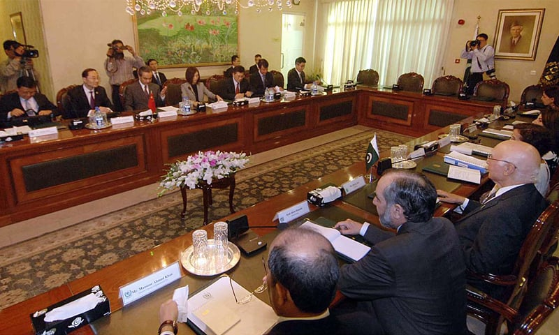 ISLAMABAD: Adviser to the PM on Foreign Affairs Sartaj Aziz, Chinese Foreign Minister Wang Yi and members of their teams pictured during a meeting on Saturday.—APP