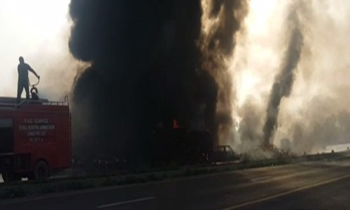 An oil tanker overturned and caught fire in Bahawalpur.─DawnNews