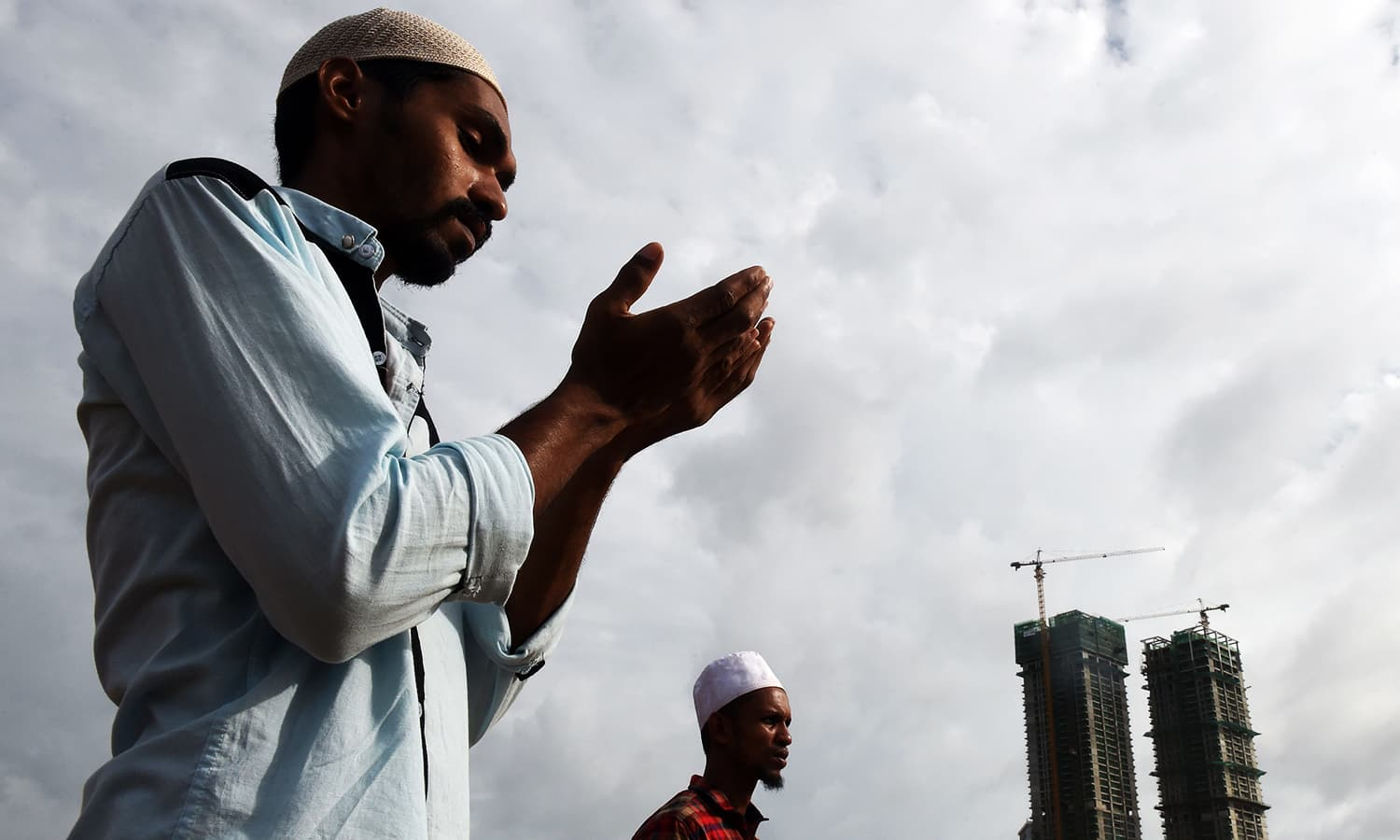Sri Lankan Muslims offer Eid prayers at the Galle Face esplanade in Colombo. ─ AFP