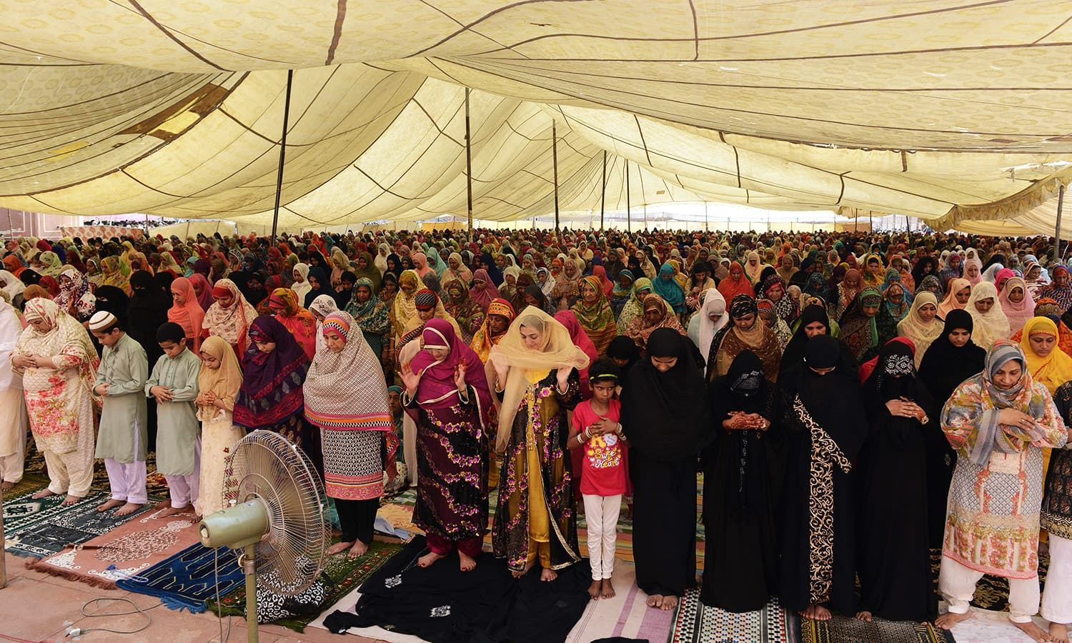Women offer Eid prayers at Badshahi Mosque in Lahore. ─ AFP