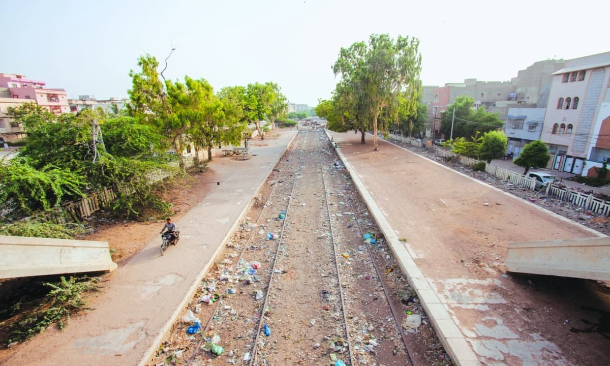 KCR tracks running through Nipa, Gulshan-e-Iqbal | Mohammad Ali, White Star
