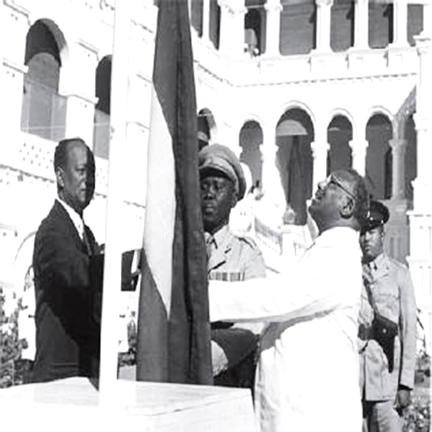1956: The first Sudanese parliament declares independence. — Photo: Fort Russ.