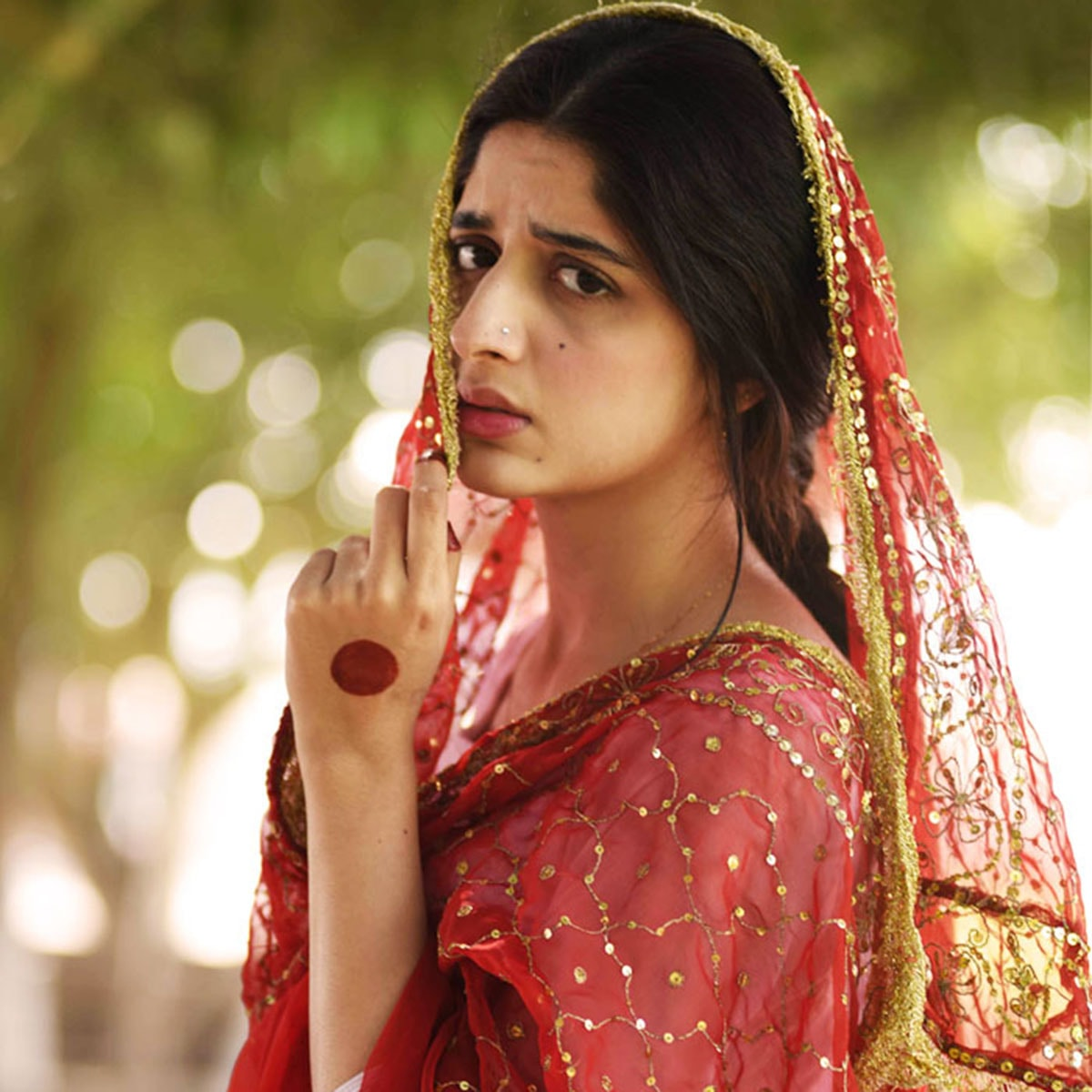 Mawra Hocane plays the role of the obedient Sammi, one who is too scared for her future.