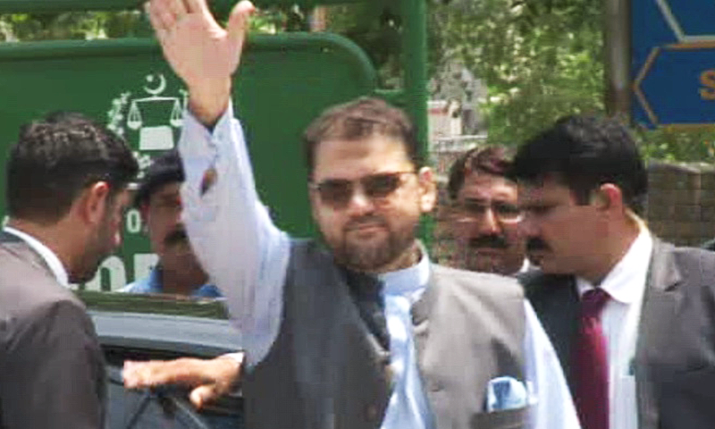Hussain Nawaz waves to supporters outside FJA.— DawnNews