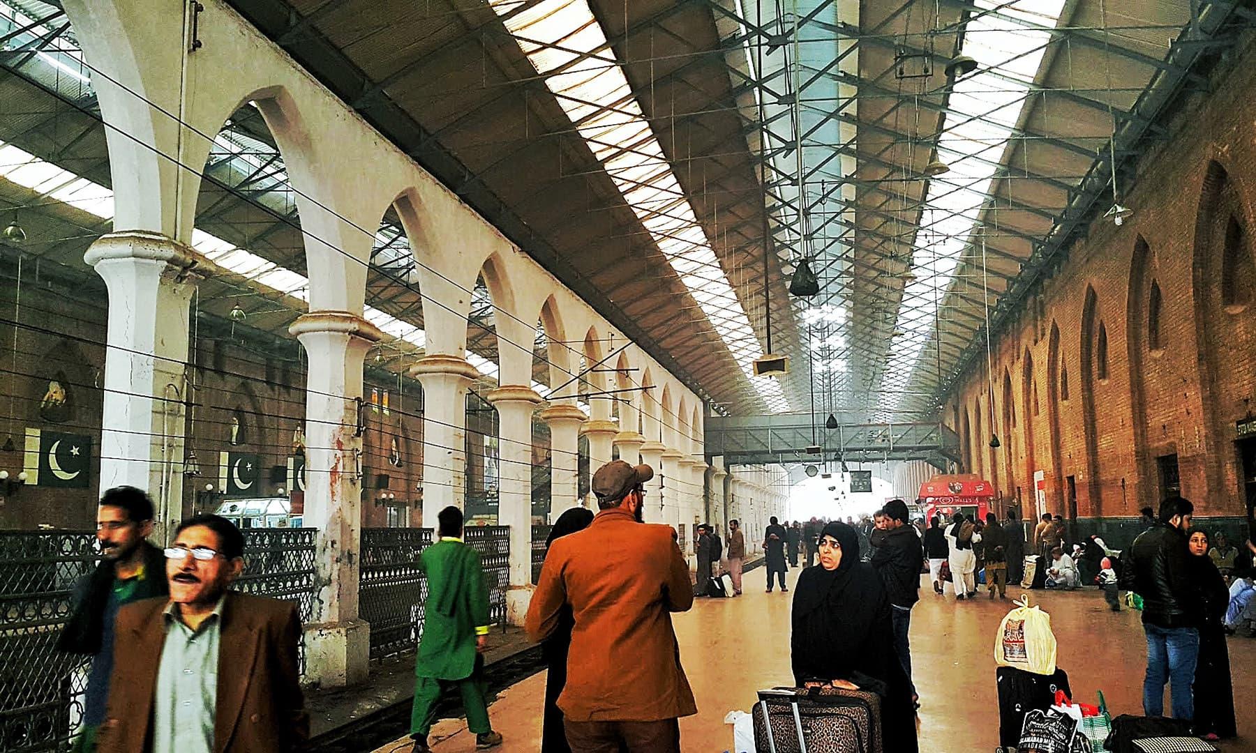 لاہور ریلوے اسٹیشن— تصویر صوفیہ کاشف