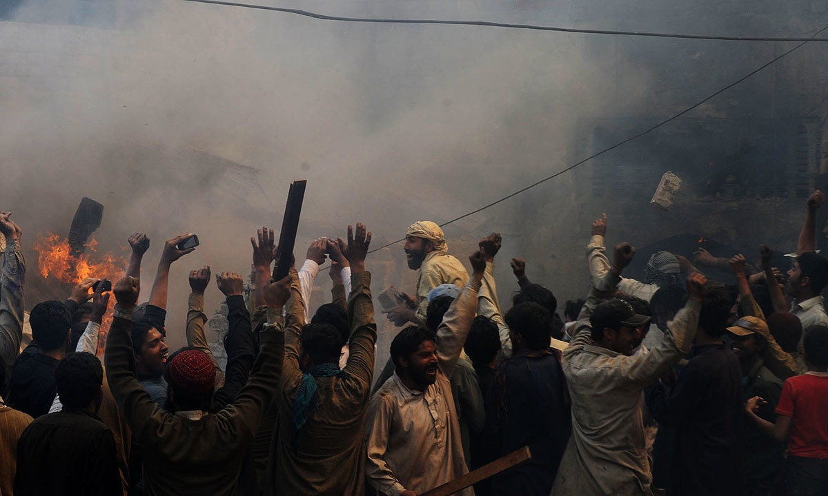 A mob in Joseph Colony, Lahore | Arif Ali, White Star