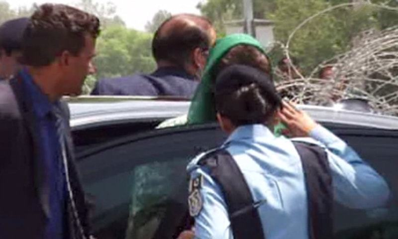 SP Arsala Saleem salutes Maryam Nawaz as she gets out of her car at the Federal Judicial Academy prior to her questioning by the JIT. ─ Screengrab/DawnNews