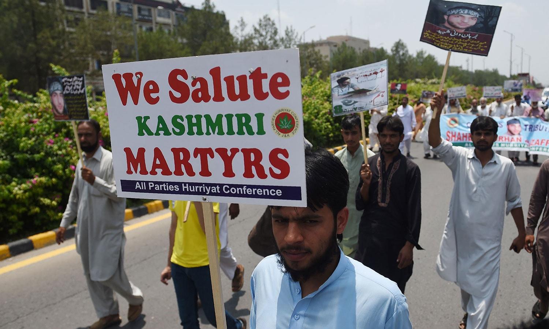 اسلام آباد میں بھی کشمیری حریت رہنما کو خراج عقیدت پیش کیا گیا—فوٹو: اے ایف پی