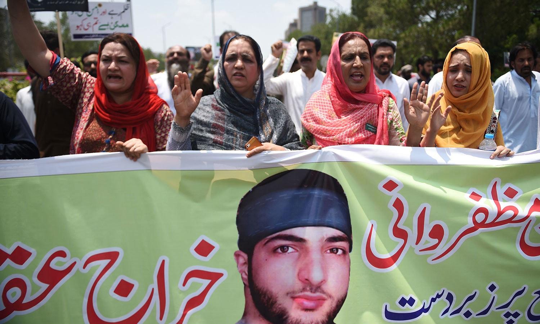 اسلام آباد میں خواتین کی ریلی نکالی گئی اور برہان وانی کو خراج عقیدت پیش کیا گیا—فوٹو:اے ایف پی