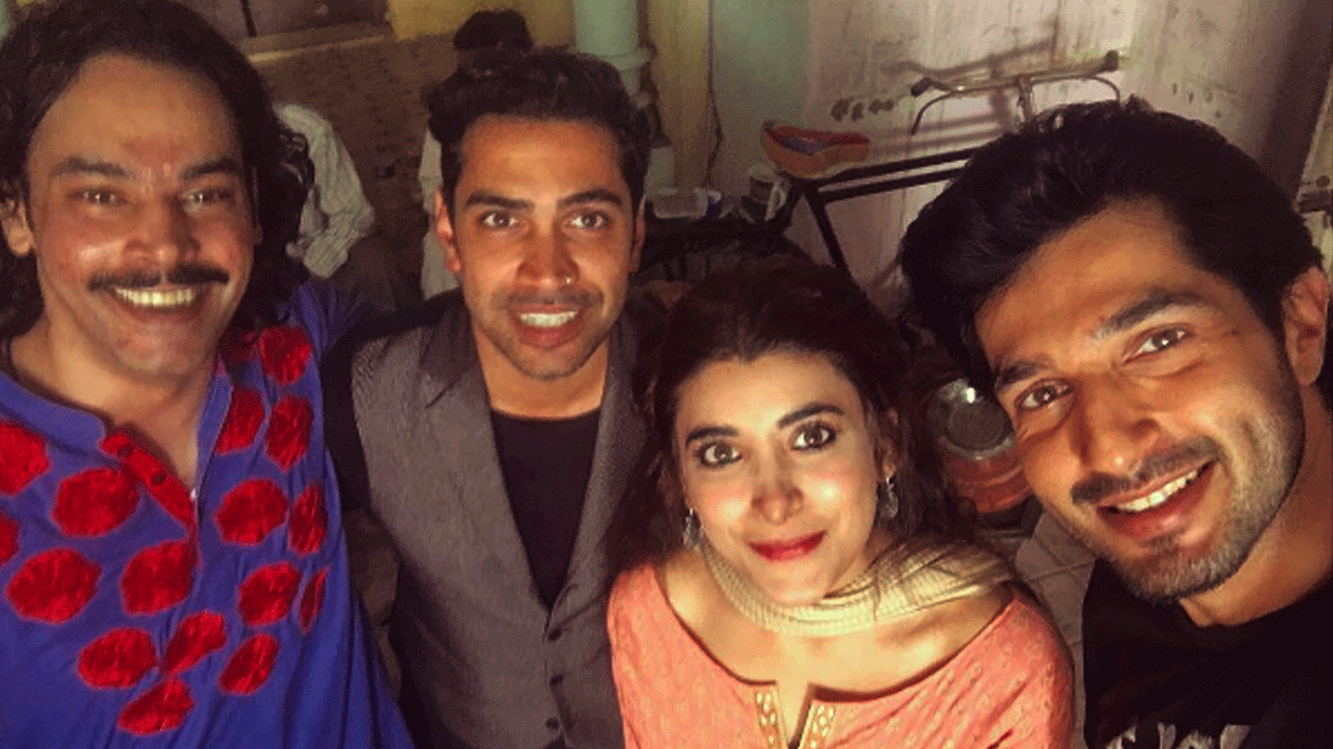 Gohar Rasheed, Qurram Hussain, Urwa Hocane and Bilal Ashraf on the set of 'Rangreza'.