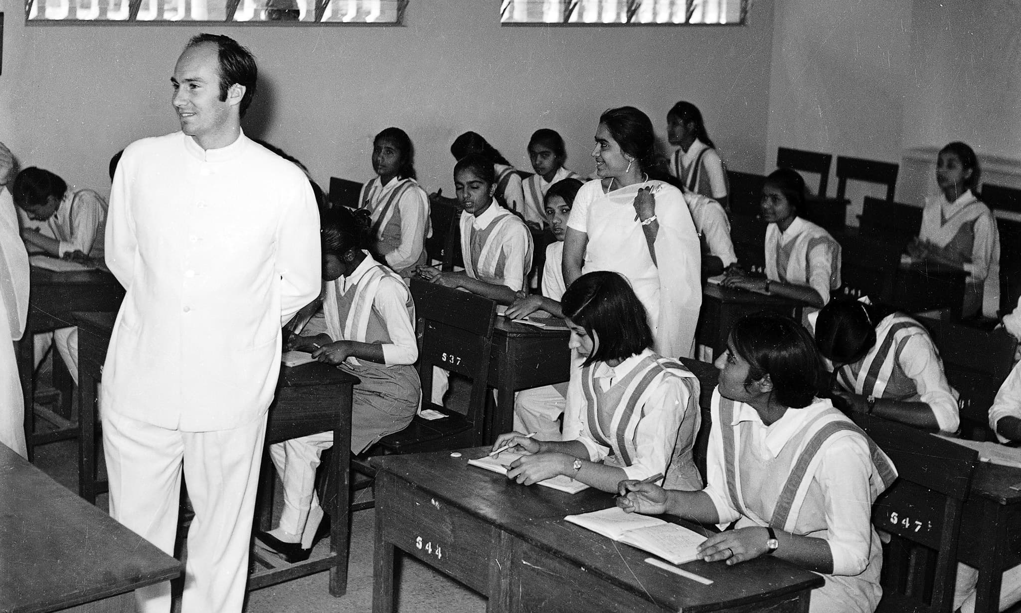 His Highness the Aga Khan meets with students at the Aga Khan III school (Sultan Mohammed Shah Foundation School) at Karimabad, Pakistan in 1970. - Photo credit: AKDN / Cumber Studios