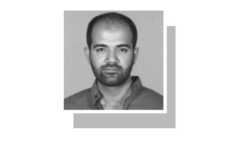 لکھاری قائداعظم یونیورسٹی اسلام آباد میں پڑھاتے ہیں۔