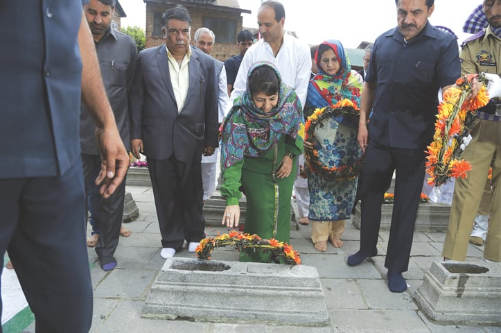 SRINAGAR: Mehbooba Mufti, the chief minister of India-held Kashmir, lays a wreath on a grave at the Martyrs' Graveyard on Thursday. Kashmiris observe July 13 as Martyrs' Day to commemorate the execution in 1931 of 20 Muslims on the orders of Maharaja Hari Singh in an attempt to put down an uprising.—AP