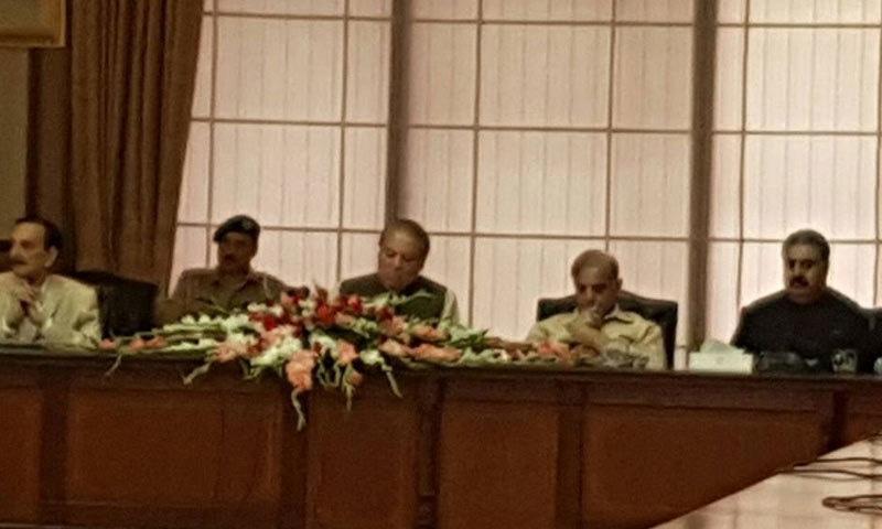 وزیراعظم نواز شریف مسلم لیگ (ن) کے پارلیمانی ارکان کے اجلاس میں شریک ہیں — فوٹو: ثناء اللہ خان