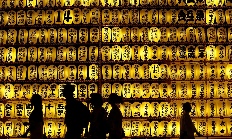 لالٹین کے اس فیسٹیول کو جاپان کا سب سے بڑا ثقافتی ایونٹ مانا جاتا ہے — فوٹو/ اے ایف پی