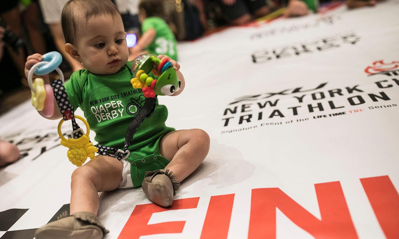 بچوں کا دل بہلانے کے لیے انہیں کھلونے بھی دیئے گئے تھے — فوٹو/ اے ایف پی