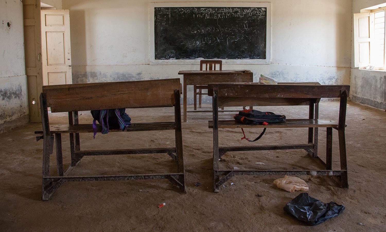 تعلیم جیسی بنیادی سہولت سے اب بھی ملک کے پسماندہ علاقے محروم ہیں--فوٹو : شٹر اسٹاک