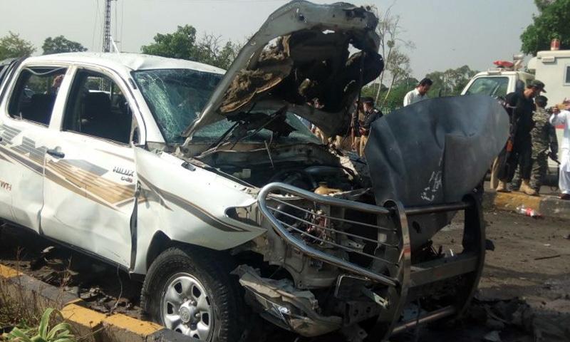 دھماکے سے تباہ ہونے والی گاڑی—فوٹو: علی اکبر