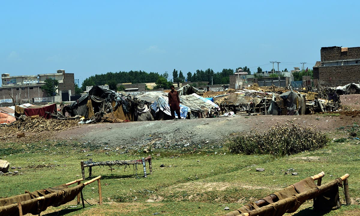 Makeshift houses occupied by nomads near the motorway in Peshawar | Photo by Musharraf Ali