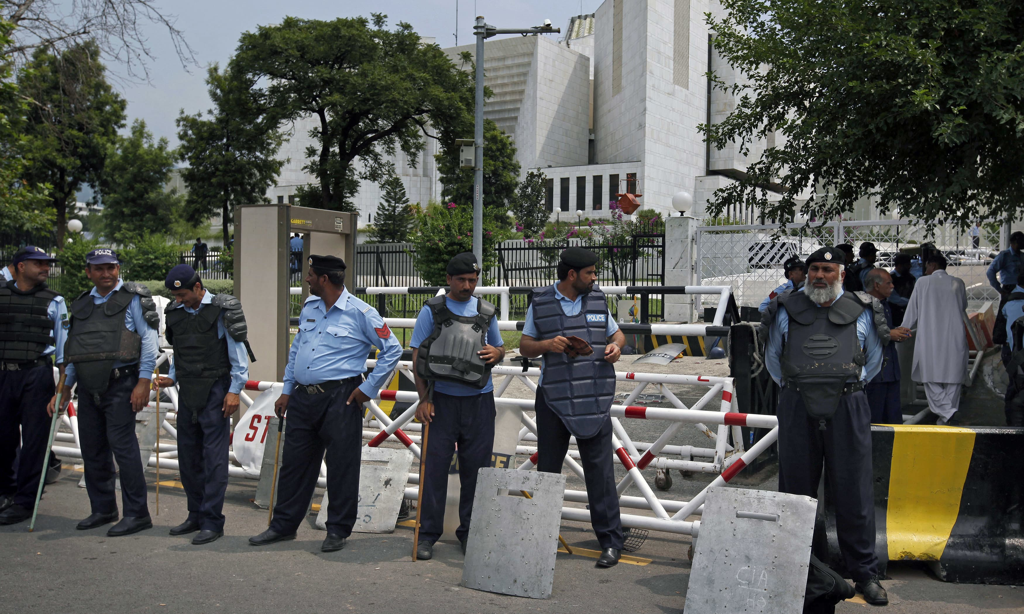Policemen stand guard at the main entrance of the Supreme court. —AP