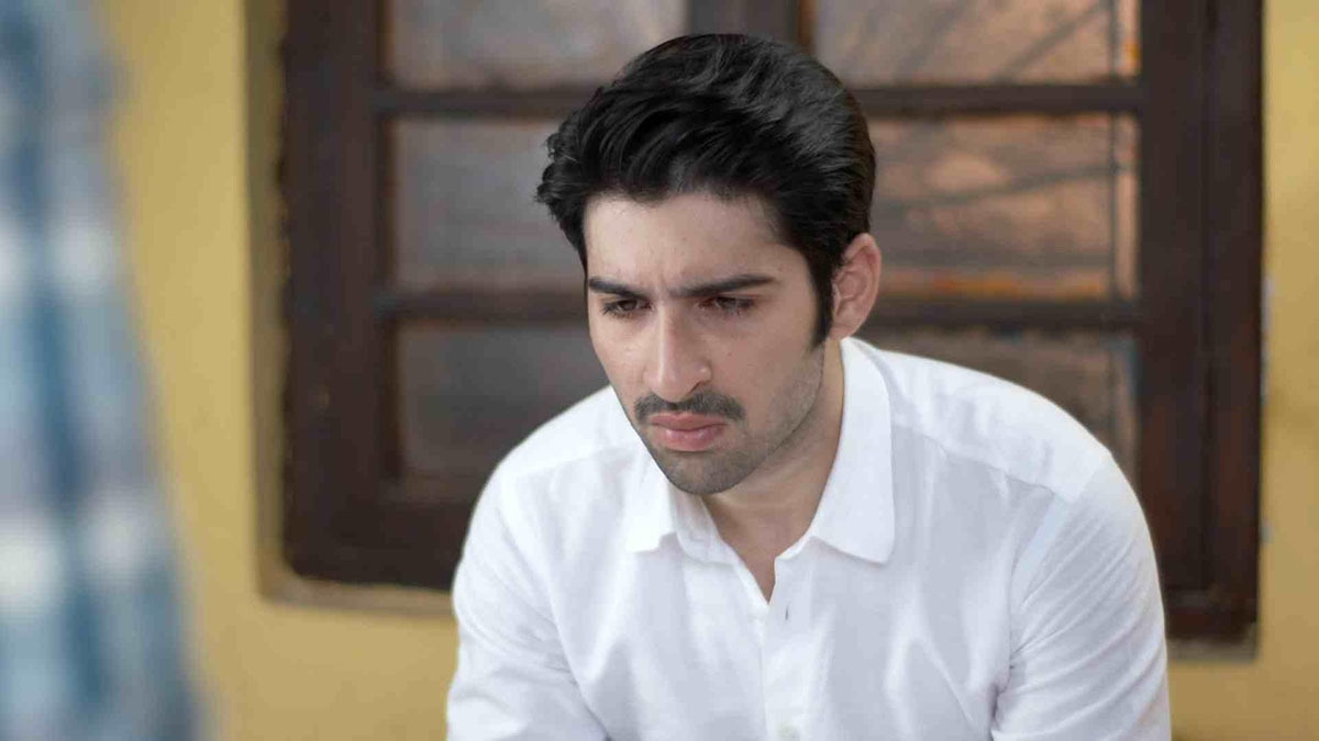 Actor Muneeb Butt as Zohaib, Saba's love interest.
