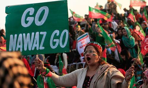 کیا نواز شریف کے احتساب سے جمہوریت خطرے میں پڑ جائے گی؟