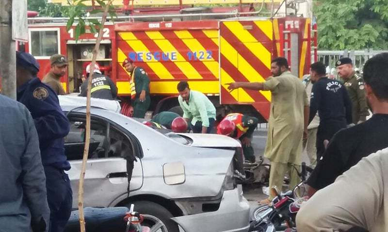At least 15 others have been injured, confirm police officials. —DawnNews screengrab