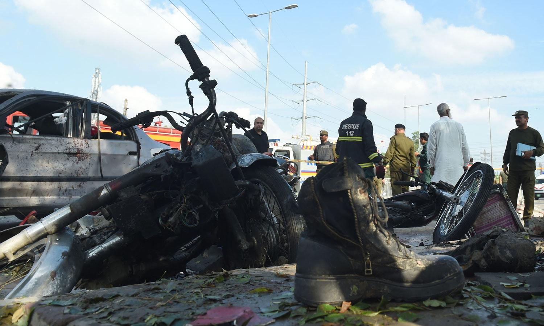 جاں بحق ہونے والوں میں 9 پولیس اہلکار بھی شامل ہیں — فوٹو: اے ایف پی