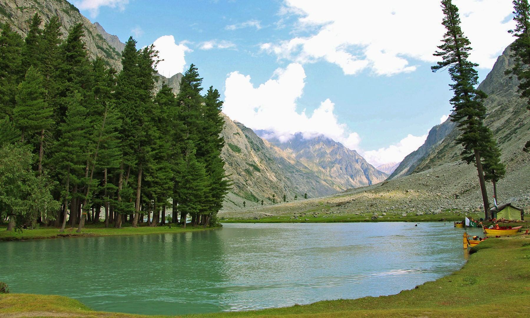 جھیل سیف اللہ کا ایک منظر— تصویر امجد علی سحاب