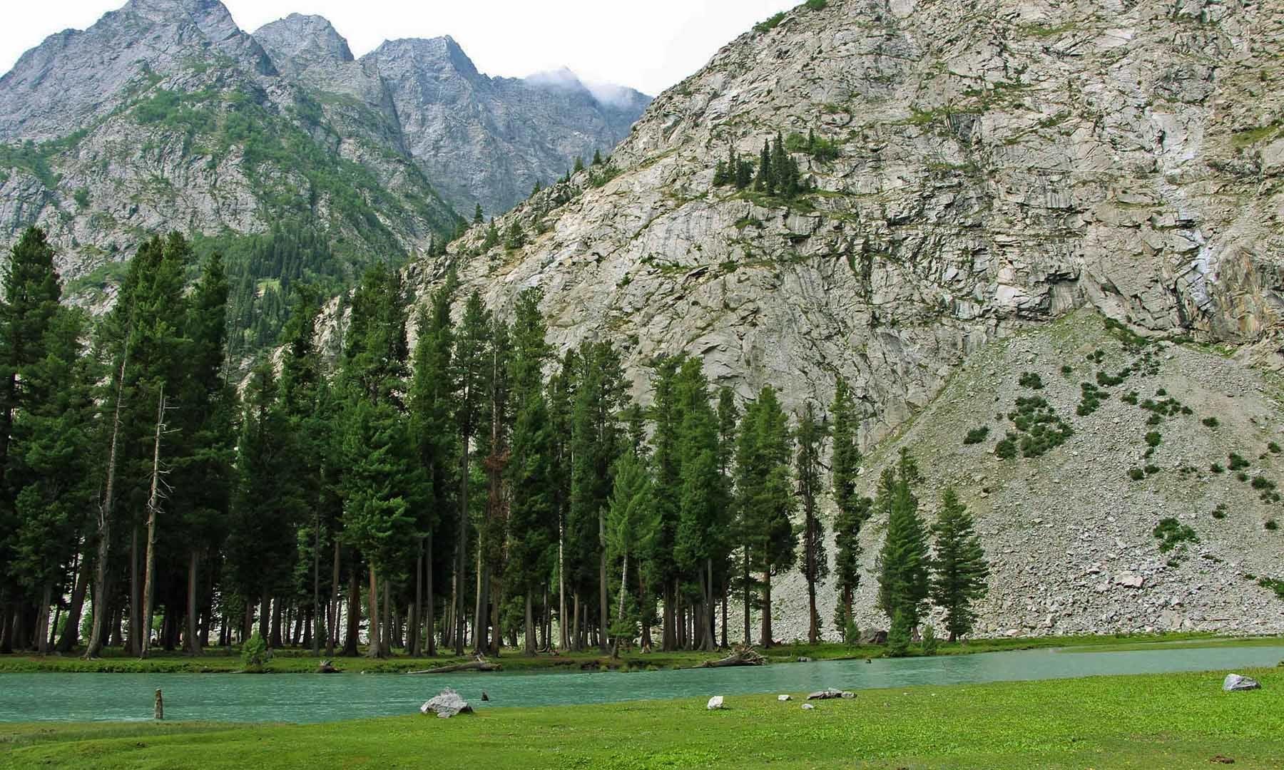 جھیل سیف اللہ کا دوسرا منظر— تصویر امجد علی سحاب