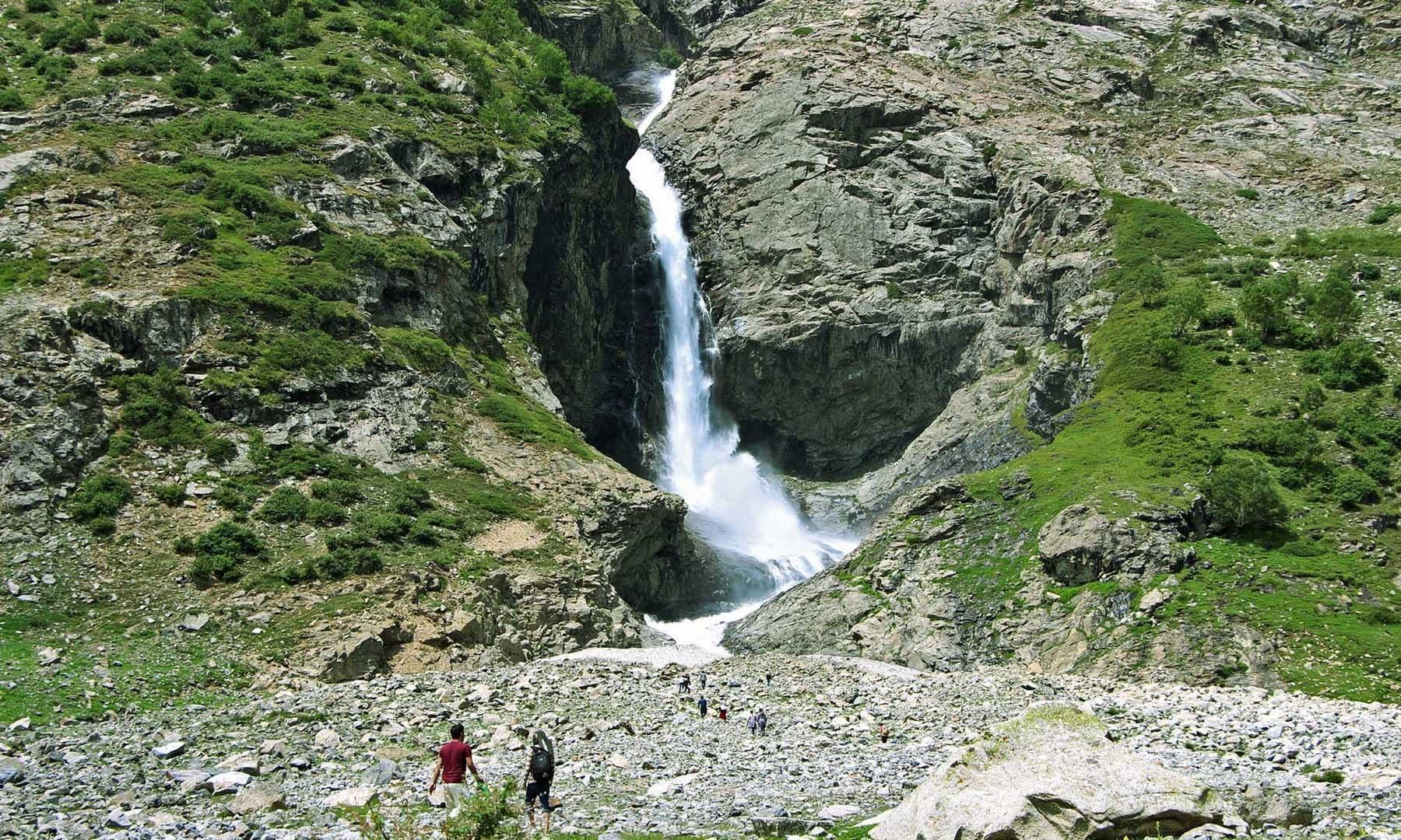 ڈونچار آبشار— تصویر امجد علی سحاب